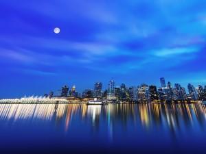 Postal: La luna sobre la ciudad de Vancouver