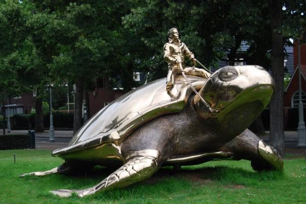 Estatua de una tortuga gigante (Búsqueda de Utopía, Jan Fabre)