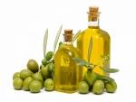 Aceitunas y aceite de oliva embotellado