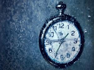Postal: Un reloj bajo el agua
