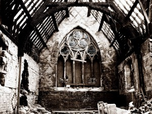 Postal: Un edificio religioso en ruinas
