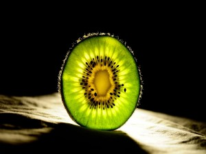El interior de una rodaja de kiwi