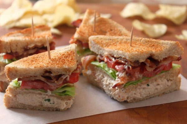 Sándwich con un jugoso relleno