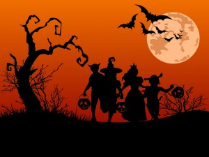 Postal: Niños con calabazas en la noche de Halloween