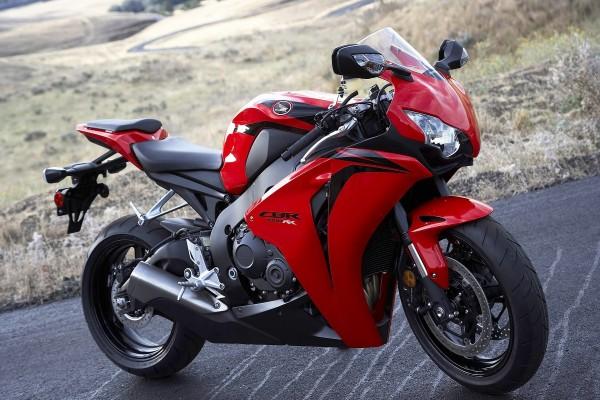 Moto Honda CBR 1000 de color rojo