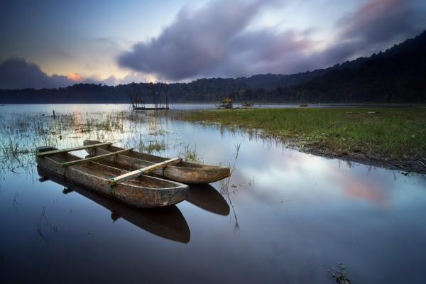 Botes en la isla de Bali (Indonesia)