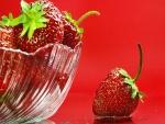 Una fresa fuera del bol