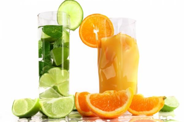 Zumos de lima y de naranja