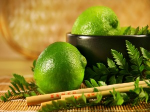 Postal: Limones peruanos junto a palillos chinos