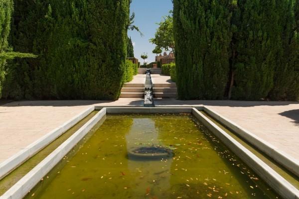 Fuente en los jardines de la Alcazaba de Almería (España)