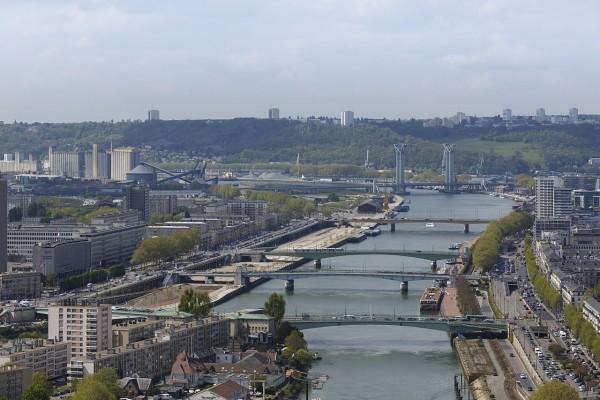 Puentes sobre el río Sena en Rouen, Francia