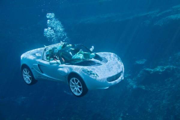 Un coche acuático