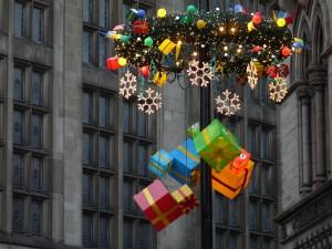 Decoración de Navidad entre los edificios