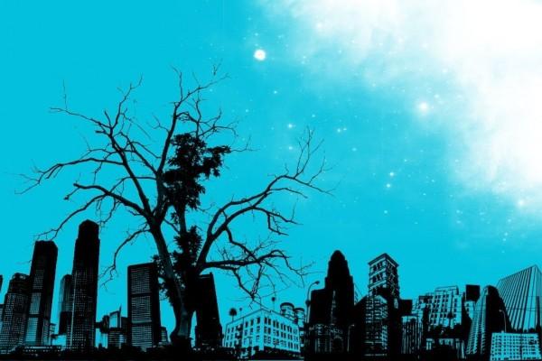 Cielo azul en la ciudad