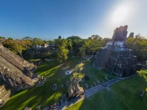 Pirámides mayas (Tikal, Guatemala)