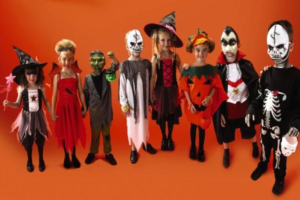 Niños disfrazados el día de Halloween