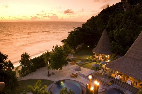 Elegante hotel frente al mar