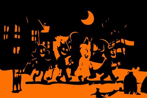 Niños caminando disfrazados la noche de Halloween
