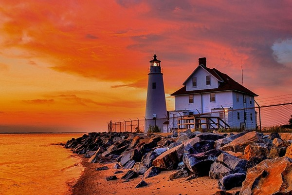 Faro junto al lago Michigan