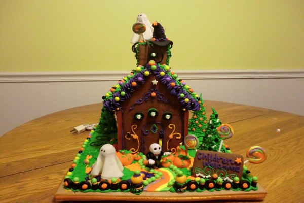 Una casa de galleta para el día de Halloween