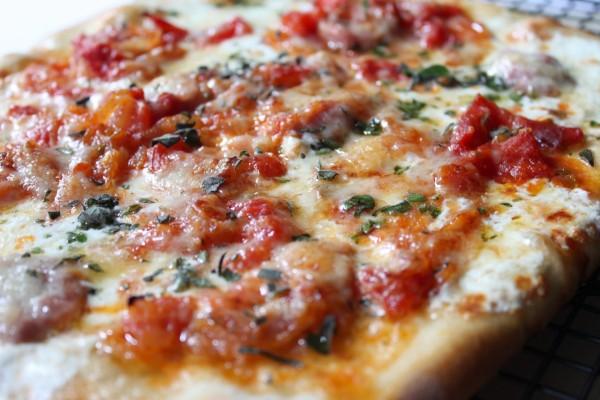 Pizza con hierbas aromáticas