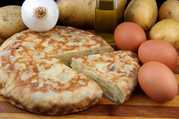 Tortilla española de patatas con cebolla
