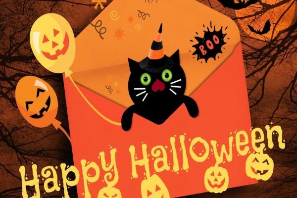 "Un divertido gato negro te desea ""Feliz día de Halloween"""