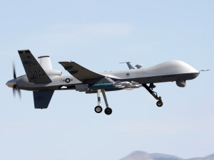 Un MQ-9 Reaper aterrizando en la Base Aérea de Creech, Nevada