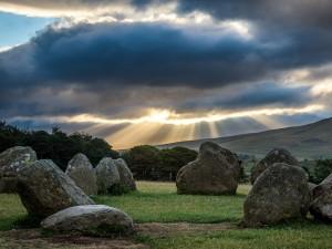 Postal: Piedras sobre la hierba