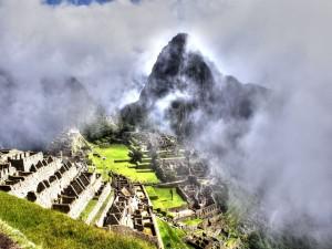 Postal: Niebla en el Machu Picchu