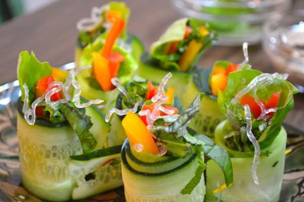 Rollitos veganos de pepino