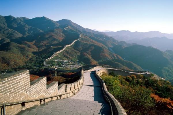 Vistas de la Gran Muralla China sobre las montañas