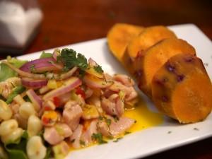 Plato de ceviche peruano