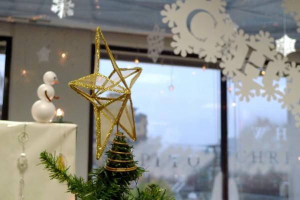 Decoración de Navidad en una oficina