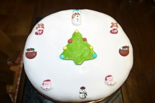 Una bonita tarta decorada para Navidad