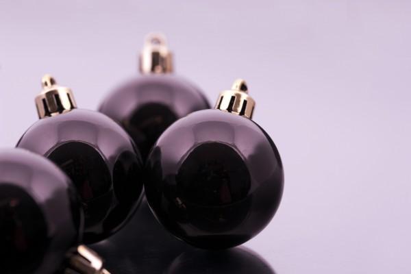 Bolas negras para decorar en Navidad