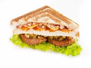 Sándwich con filetes rusos