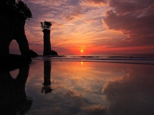 Postal: Puesta de sol en la playa y el mar
