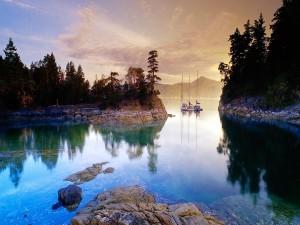 Un bonito lago en Canadá