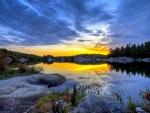 Bello amanecer sobre el lago