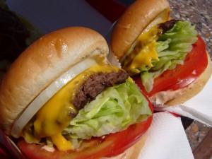 Dos ricas hamburguesas con queso