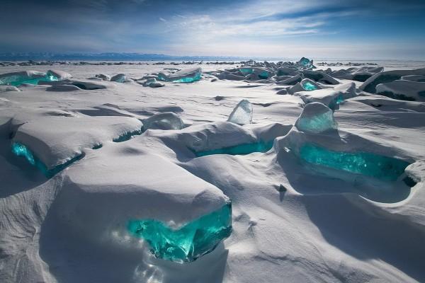 "Hielo en el lago ""Ojo azul de Siberia"" (Siberia, Rusia)"