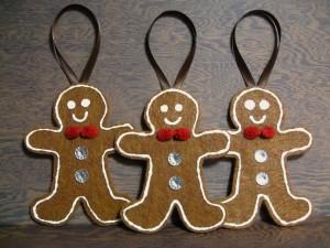 """Postal: """"Gingerbread men"""" para decorar el árbol de Navidad"""
