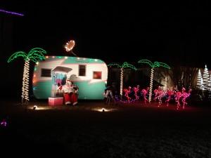 Postal: Santa junto a una caravana