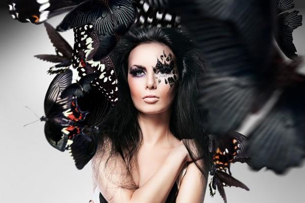 Mujer con un bonito maquillaje