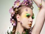 Mujer con un maquillaje primaveral