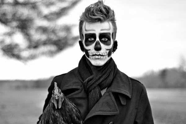 Hombre maquillado para el día de Halloween