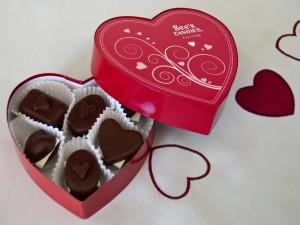 Bombones en una caja corazón