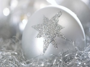 Postal: Bola de Navidad con una estrella plateada