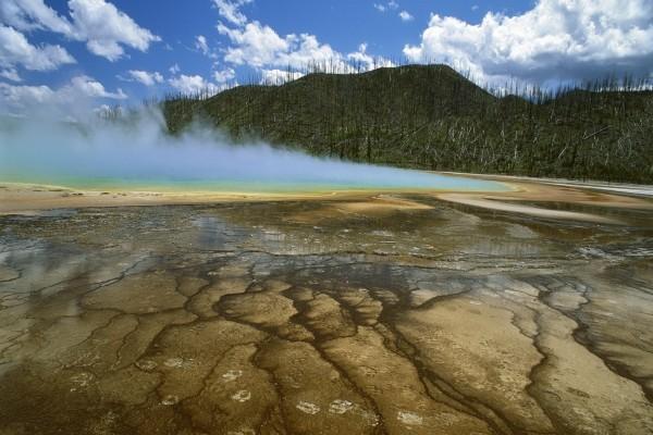Fuente caliente en el Parque Nacional Yellowstone